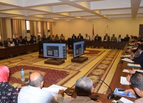 محافظ بني سويف و13 نائبا يتابعون تنفيذ حلول شكاوى المواطنين