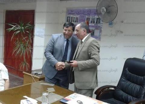 """""""تعليم سيناء"""" يقدم التهانئ لوكيل الوزارة السابق بمناسبة ترقيته"""
