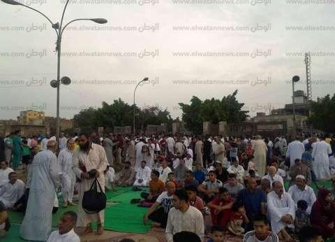 بالصور  الآلاف يؤدون صلاة العيد في الغربية