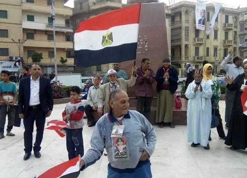 توافد المواطنين لميدان الشهداء بالمنصورة للاحتفال بفوز السيسي