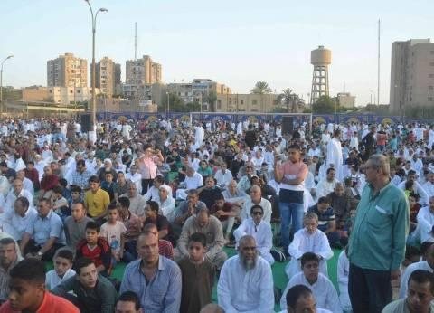 الآلاف يؤدون صلاة عيد الفطر المبارك بساحة الثانوية العسكرية بالمنيا