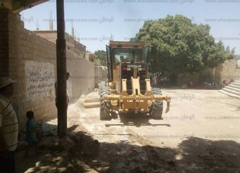 تسوية وتمهيد شوارع وطرق قرى مركز منفلوط في أسيوط