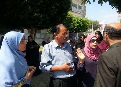 وقفة احتجاجية لإداريي التربية والتعليم بكفر الشيخ للمطالبة بالتثبيت