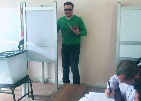 الإعلامي شريف فؤاد يدلي بصوته في مدينة نصر.. ويدعو المواطنين للمشاركة
