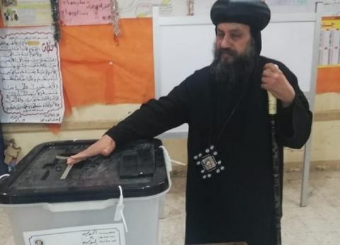 اسقف السويس يدلي بصوته في الاستفتاء على التعديلات الدستورية