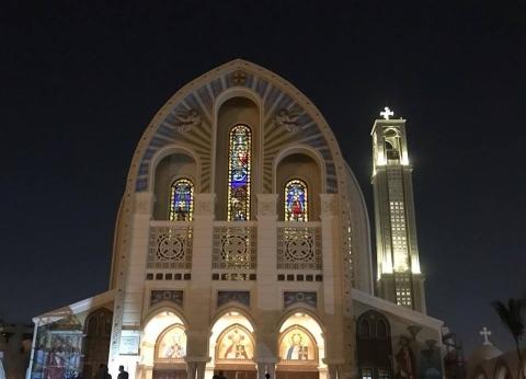 """""""من حبي فيك يا جاري"""".. """"أحمد"""" و""""آية"""" في اليوبيل الذهبي الكاتدرائية: """"كأنه صلاة العيد"""""""