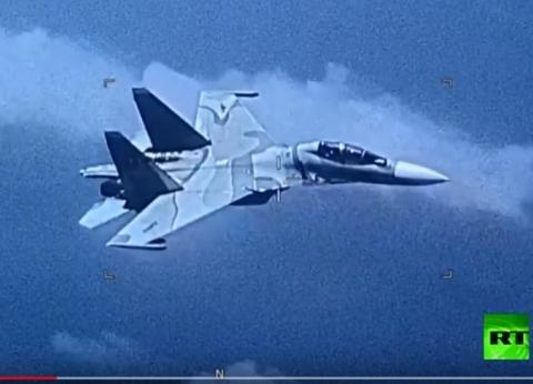 بالفيديو.. مقاتلة فنزويلية تلاحق طائرة استطلاع أمريكية فوق الكاريبي