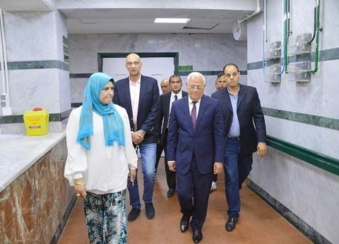 محافظ بورسعيد يهنئ مرضى مستشفى التضامن بالعيد.. ويوجه برعايتهم