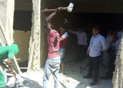 إزالة بناء مخالف في السيدة زينب في حملة للحي