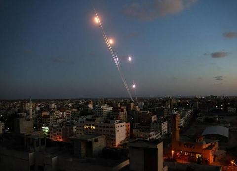 إطلاق 5 صواريخ من غزة على إسرائيل ودبابات الاحتلال ترد