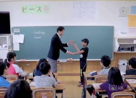 """""""زناتي ستايل"""".. شاب مصري يغزو مدراس اليابان بطريقة عبقرية"""