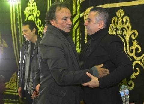 ليلى علوي وحمدي الوزير يواسيان أحمد سعيد عبدالغني بعد انهياره باكيا