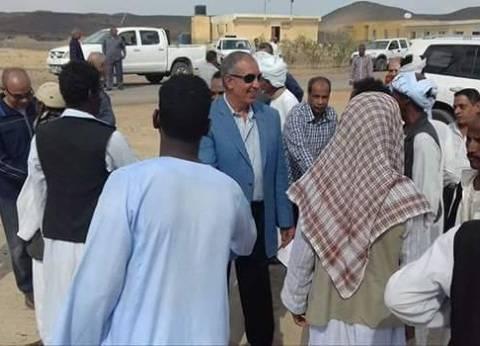 محافظ البحر الأحمر يتفقد المشروعات الخدمية بقرية أبرق في مدينة الشلاتين