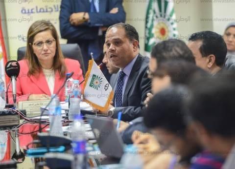 """لأول مرة.. بث اجتماع محافظة الفيوم على الهواء و""""الأعلي للإعلام"""" يرحب"""