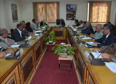 محافظ الوادي الجديد يوجه بتعديل لائحة صندوق استصلاح الأراضي
