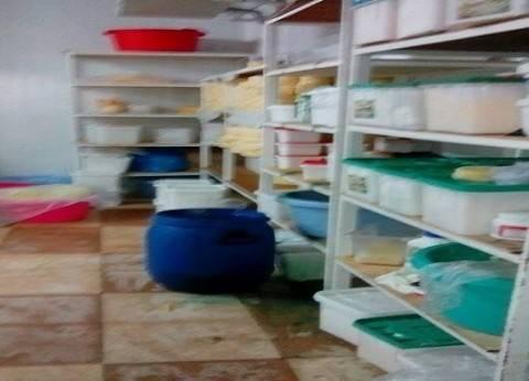 ضبط سلع غذائية فاسدة في محل بقالة بدمياط