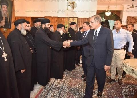 محافظ أسيوط والقيادات الأمنية يقدمون واجب العزاء في شهداء حادث المنيا