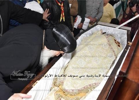 تشييع جثمان شيخ كهنة بني سويف.. والبابا يعزي غبريال