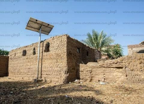 المدارس المجتمعية.. الحوائط من الطين والأسقف جريد.. والمبانى بلا مرافق