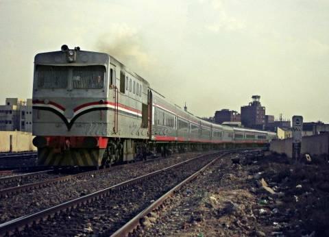عودة حركة القطارات في سوهاج بعد تعطل جرارين لمدة 135 دقيقة