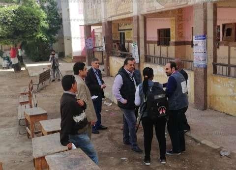 بالصور| وفد من المراقبين الدوليين يتفقدون سير الانتخابات بلجان شبرا
