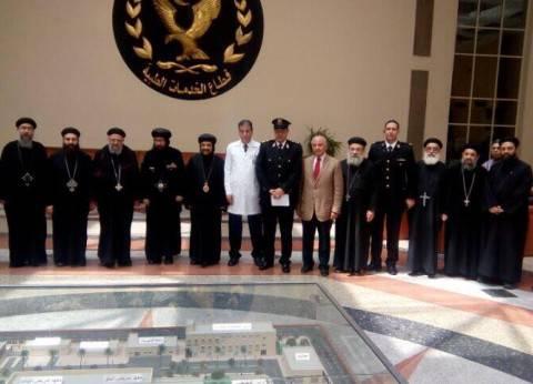 وفد من الأزهر والكنيسة يزور مصابي الشرطة في تفجير كنيسة إسكندرية