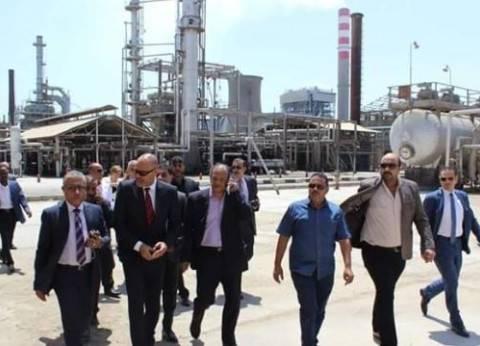 """رئيس """"نقابة البترول"""" يتفقد أوضاع العاملين بشركات السويس"""