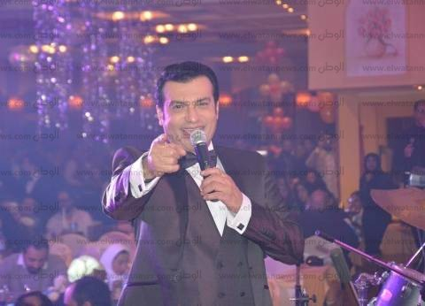 بالصور| إيهاب توفيق يشعل ثالث حفلاته في رأس السنة