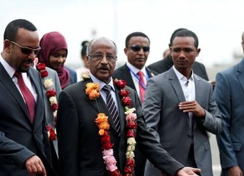 بعد 20 عاما من العداء.. رئيس وزراء إثيوبيا يقدم هديتين للرئيس الإريتري