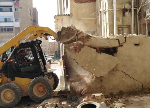 إزالة 12 حالة إشغال بحي فيصل في السويس