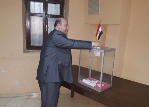 رغم الأمطار والطقس البارد.. توافد كثيف للمصريين في الجزائر للاستفتاء