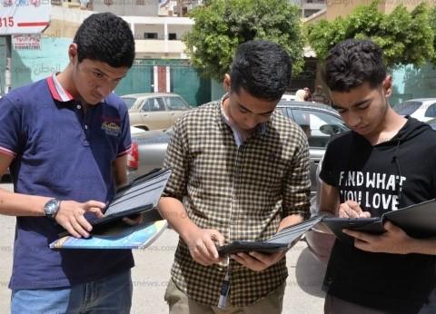 """""""التعليم"""": قرابة 479 ألف طالب ثانوي يؤدون امتحان الكيمياء إلكترونيا"""