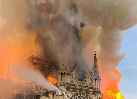 """""""الآثار"""" تتضامن مع فرنسا في حريق برج نوتردام: جزء من تراث البشرية"""