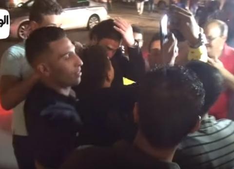 """بالفيديو.. """"سيلفي عزاء الفيشاوي"""".. أحمد عز يرفض ومحمد إمام يستجيب"""