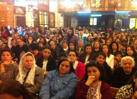 احتشاد المسيحين في كنائس المنصورة وبكاء هستيري لوقوع تفجير الإسكندرية