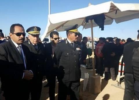 بالصور| أمن الإسكندرية يفحص المترددين على محيط ستاد برج العرب