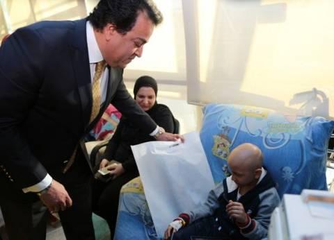 وزير التعليم العالي يتفقد مستشفى 57357 ويشارك الأطفال في فعاليات رمضان
