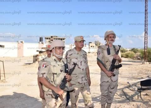 وزير الدفاع يتفقد عددا من نقاط الارتكاز الأمنية في جنوب سيناء