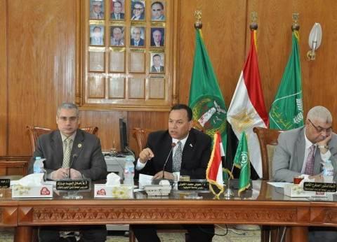 رئيس جامعة المنوفية يجتمع بلجنة المنشآت الجامعية