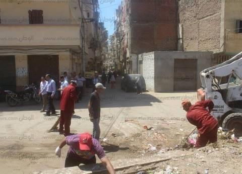 بالصور| رئيس مدينة دسوق يتفقد أعمال رفع القمامة من الشوارع