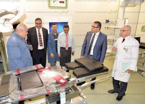 رئيس جامعة المنصورة يتفقد أحدث غرفة عمليات بمركز الدكتور محمد غنيم