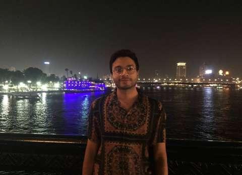 """قبل """"شباب العالم"""".. هندي يزور المناطق السياحية بالقاهرة ويتناول """"كشري"""""""
