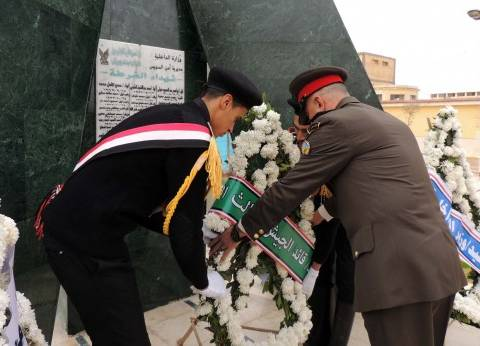 اليوم.. محافظ شمال سيناء يضع إكليل الزهور على قبر الجندي المجهول