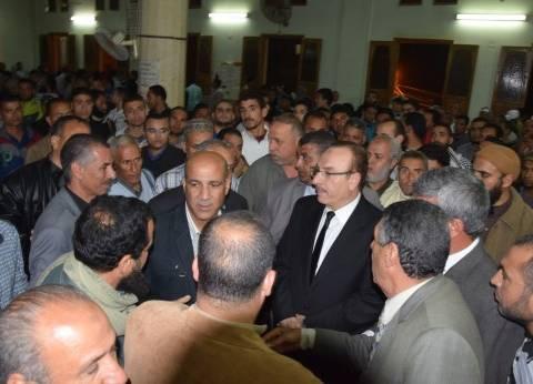 بالصور| محافظ بني سويف يؤدي صلاة الجنازة على لاعب المنتخب المصري للدراجات