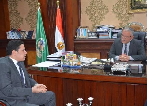 محافظ المنيا يبحث مع معاون وزير الاتصالات ميكنة خدمات المواطنين