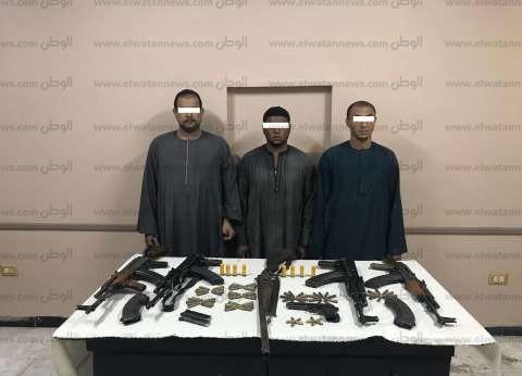 ضبط أسلحة وذخيرة في حملة أمنية على قرية مير بأسيوط