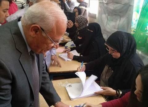 محافظ بور سعيد وأسرته يدلون بأصواتهم في الانتخابات الرئاسية