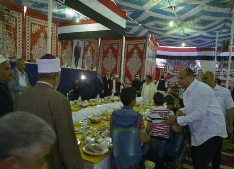 بالصور  محافظ مطروح يشارك الأيتام الإفطار في خيمة رمضان