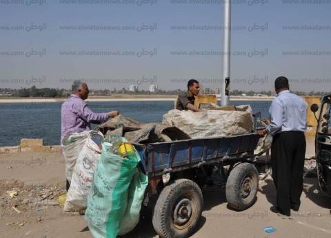 """مصادرة 5 """"عربات كارو"""" تنبش القمامة في أسيوط"""