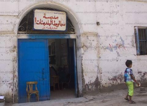 «سمالوط بنات 1».. مبنى قديم متهالك وفصول دون مقاعد.. وحمامات غير آدمية